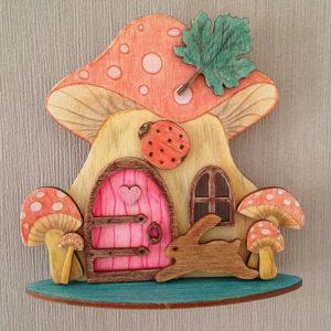 Schilderijtje-mushroom-kabouterhuisje-fairy-lieveheersbeestje-haasje-3D