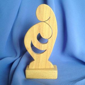 sculptuur-hout-bescherming-moeder