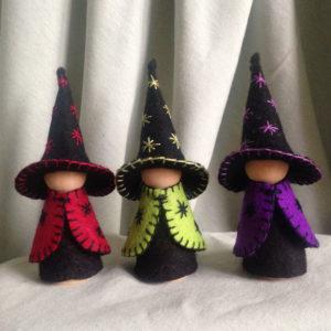 kegelpopje-heks-heksje-halloween-seizoenstafel-herfsttafel-pegdoll-pegdolls-vrijeschool