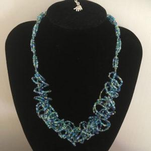 Kringel-ketting-blauw-rocailles