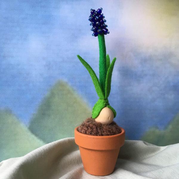 https://handigeduizendpoot.nl/wp-content/uploads/2019/02/blauwdruifje-1-voorjaar-lente-lentetafel-bolletje-voorjaarsbloem-vilt.jpg