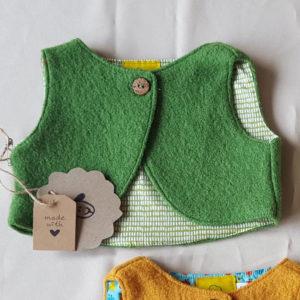 groen-wollenvestje-babyvestje-baby-kleding-100%wol-antroposofisch-maat56