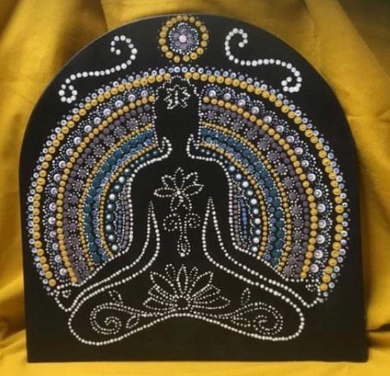 Mandala-yogini-yoga-meditatie-stippeltechniek-esoterisch