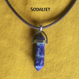 Hexagonale-pendelhanger-pendel-ketting-blauwe-sodaliet-edelsteen.halfedelsteen