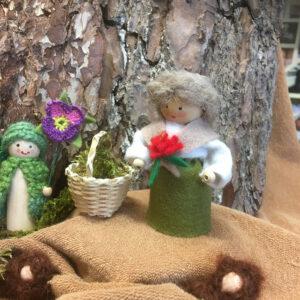 Lentetafel-4-wortelkindjes-moederaarde-narsisbolletje-voorjaar-sneeuwklokjes-krokus