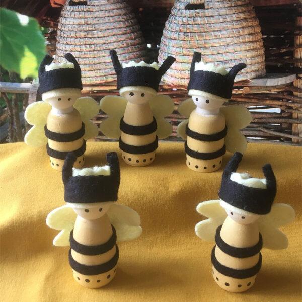 Bijtjes-1-bijen-lente-voorjaar-bestuiven-natuur-bijenkorf-