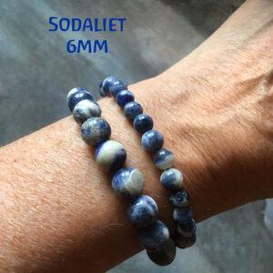 Edelsteen-Sodaliet-6mm-armbandje-edelsteenkralen-paars-