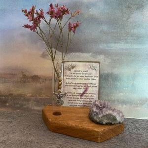 kaartjouder-4a-edelsteen-bloemenvaasje-plankje-herdenking-